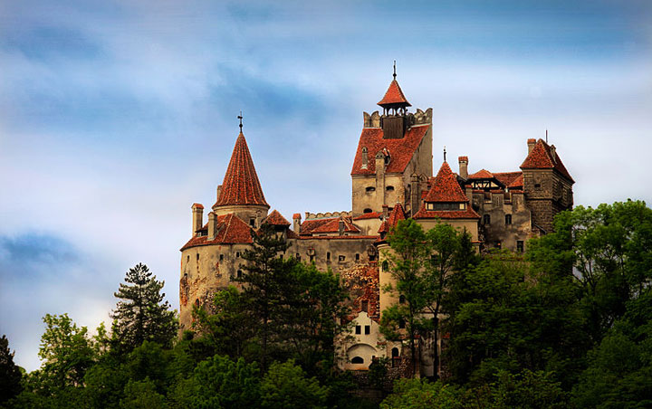 bran castle photo by dobre cezar