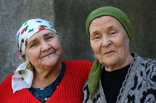 Women in Tajikistan. Photo by Steve Evans.