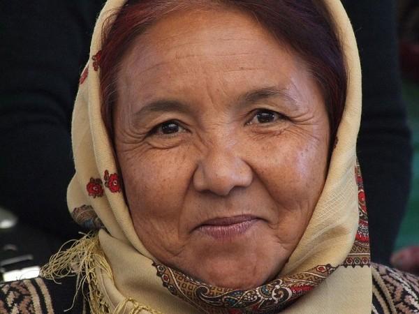 Turkmen woman. Photo by yaluker.