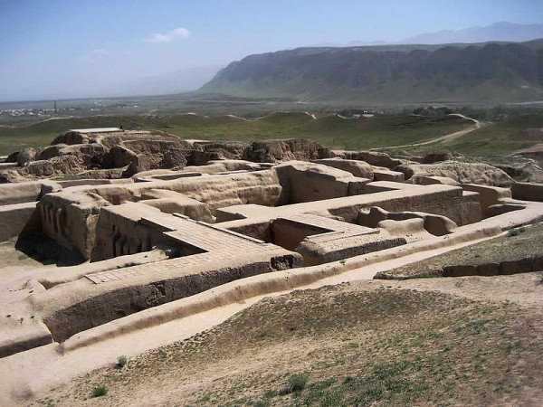 The remains of the fortress of Nisa, an ancient parthian capital, now in Turkmenistan. Photo by David Stanley.