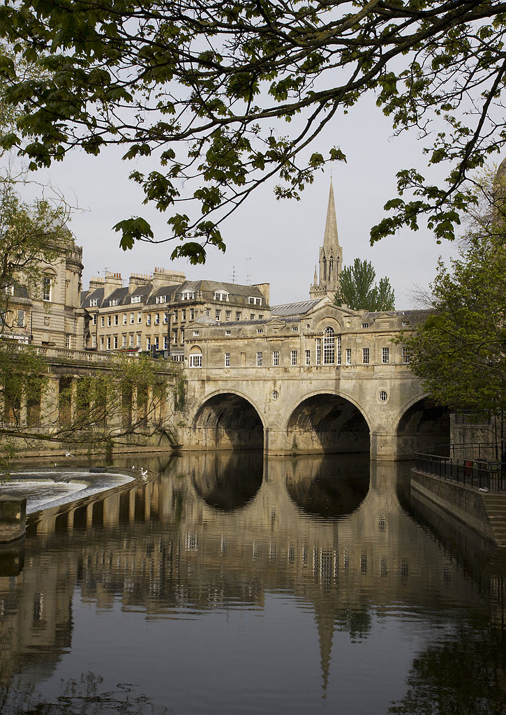 Pulteney Bridge, Bath, UK. Photo by MichaelMaggs.