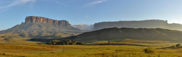 Morning view of Kukenan and Roraima tepuis, from Tëk river camp (river visible in the image), in Gran Sabana, Venezuela. Photo by Paolo Costa Baldi.
