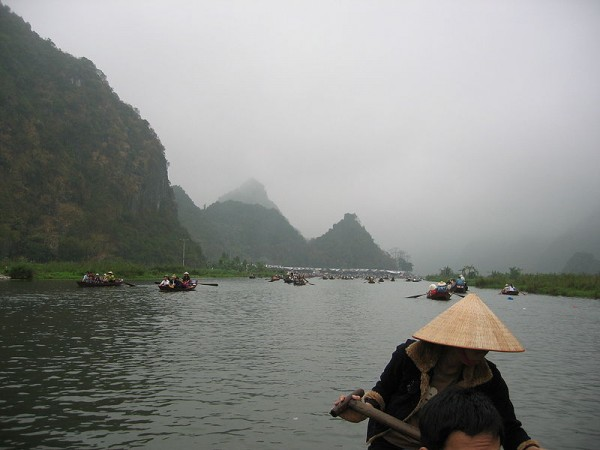 Ngo Dong River, Way to the Tam Coc caves. Photo by Juliana Ng.