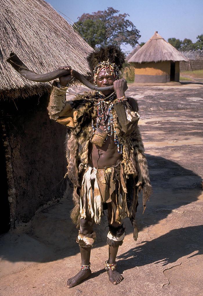 Witch doctor of the Shona people close to Great Zimbabwe, Zimbabwe. Photo by Hans Hillewaert.