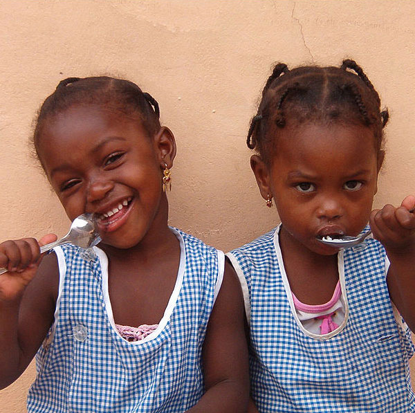Kindergartners enjoying ice cream in Cape Verde. Photo by DuncanCV.