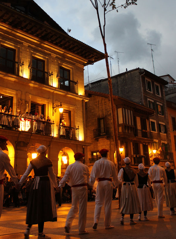 Midsummer festival in Errenteria. Photo by Beñat Irasuegi.