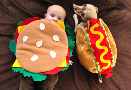 Hamburger Baby (16 Halloween Costumes Made from the World's Most Iconic Foods)
